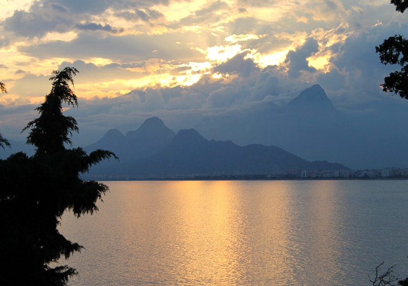 Antalya with the impressive Taurus mountains