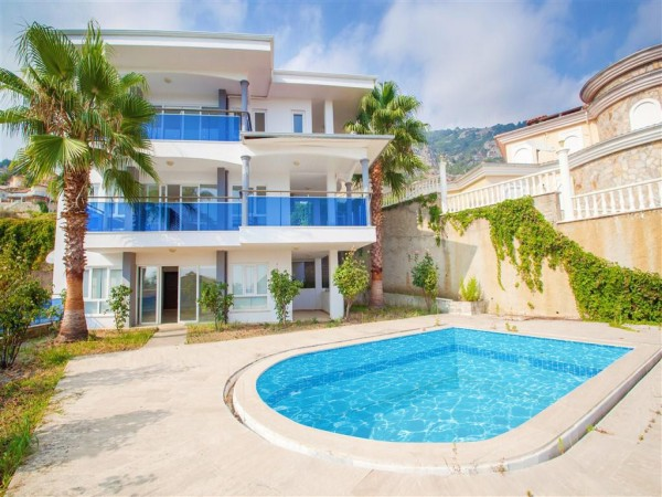 Luxurious private villa with gorgeous views for sale in Alanya