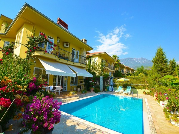 Fully furnished 3 bedroom villa with large living surface in Alanya