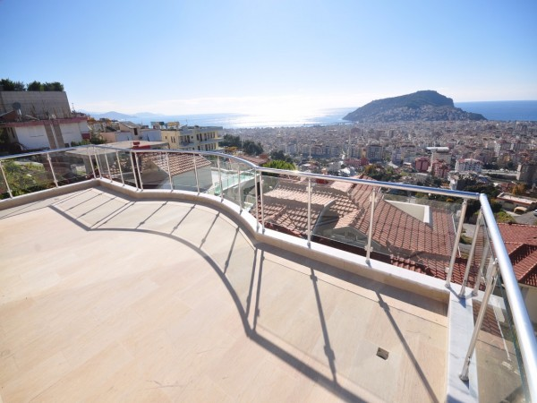 Superb Villa with fantastic sea and caste view in Alanya