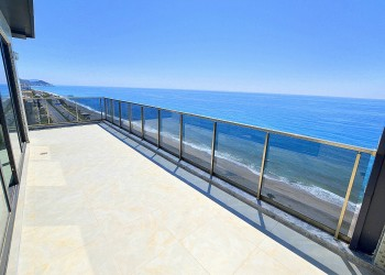 Exclusive beachfront penthouse apartment with best views of Alanya