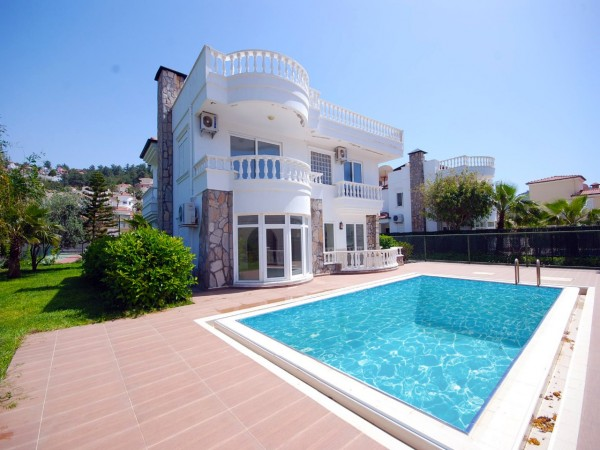 Mediterranean style spacious villa with large living surface in Alanya