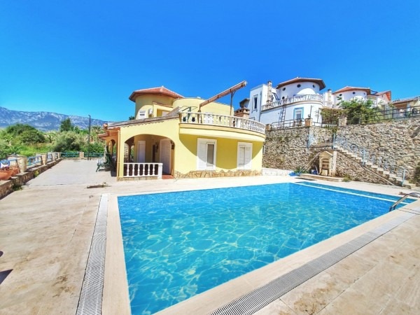 Very affordable 3 bedroom villa with large living surface in Alanya
