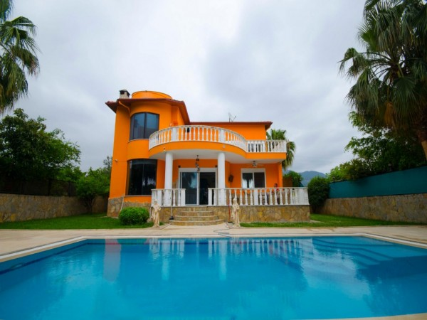Extremely well designed spacious 3 bedroom luxury villa