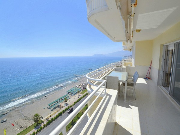 Beachfront luxurious penthouse with breathtaking views in Alanya