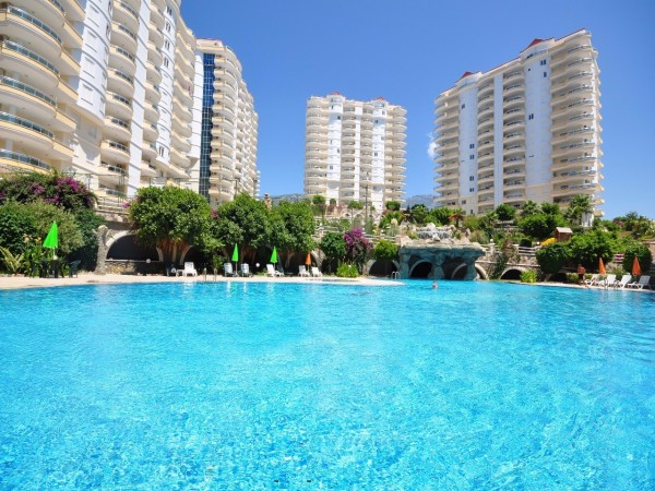 Exclusive penthouse with enormous living surface for sale in Alanya