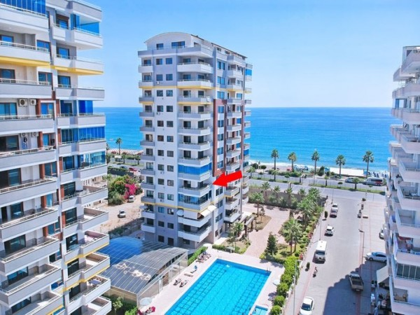 Exclusive 2 bedroom apartment in beachfront complex for sale in Alanya