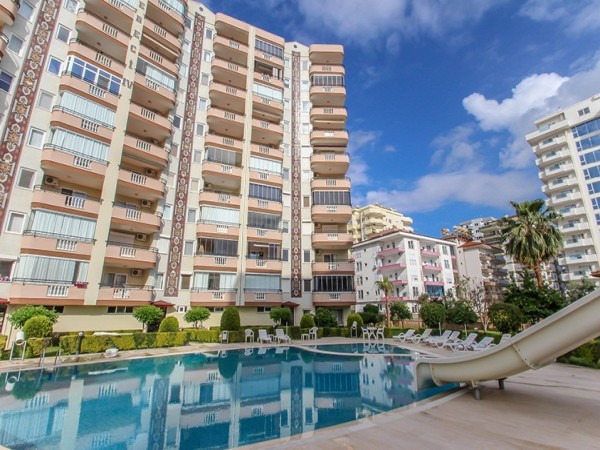Lovely penthouse with large living surface for sale in Alanya