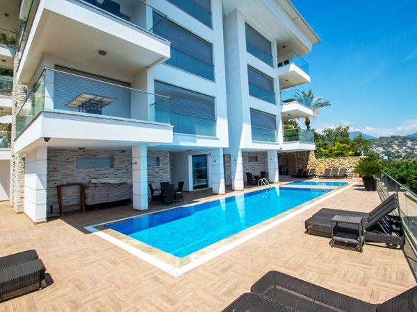 Exclusive 4 bedroom penthouse with stunning views for sale in Alanya