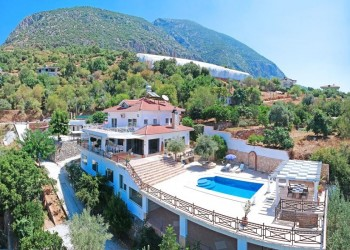 Absolutely stunning private villa with guest house for sale in Alanya