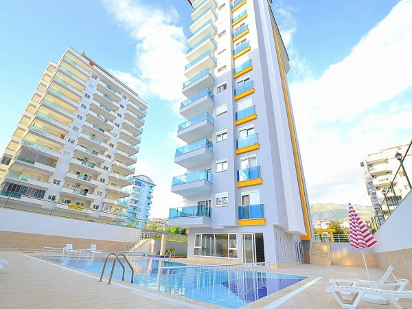 Large 1 bedroom apartment in complex with many on-site facilities in Alanya