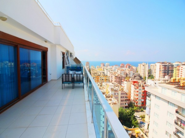 Excellent penthouse with 4 bedroom for sale in Alanya