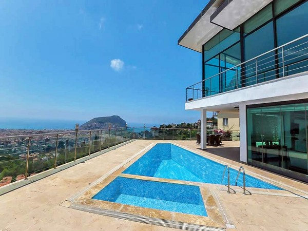 Move right into the most magnificent luxury villa in Alanya