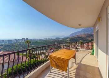 Very exclusive 2 bedroom furnished apartment for sale in Alanya