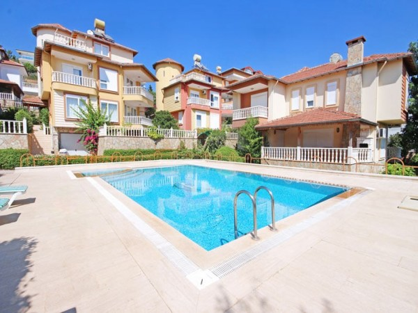 Splendid 4 bedroom villa with large living surface for sale in Alanya