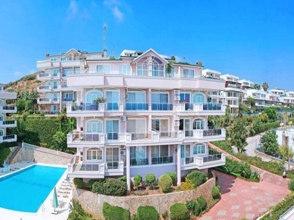 Fully furnished 2 bedroom apartment with lovely sea views for sale in Alanya