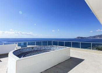 Bargain! Cozy studio apartment by the beach in Alanya...