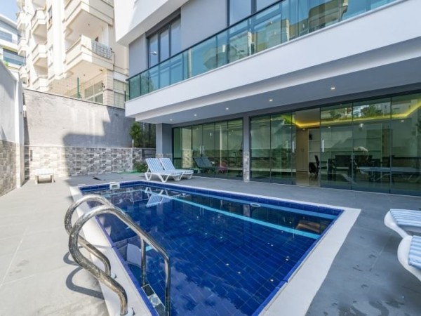 High quality 4 bedroom penthouse apartment in Alanya