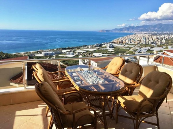 Fully furnished 2 bedroom apartment with amazing views in Alanya