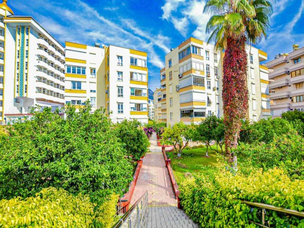 Cozy 1 bedroom apartment in beachfront residential complex in Alanya