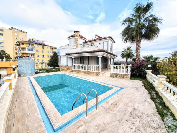 Spacious 3 bedroom private villa for sale in Alanya