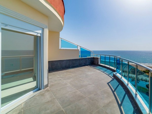 Large 4 bedroom penthouse with stunning views for sale in Alanya