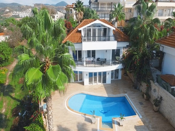 Superb 3 bedroom villa with large living surface for sale in Alanya