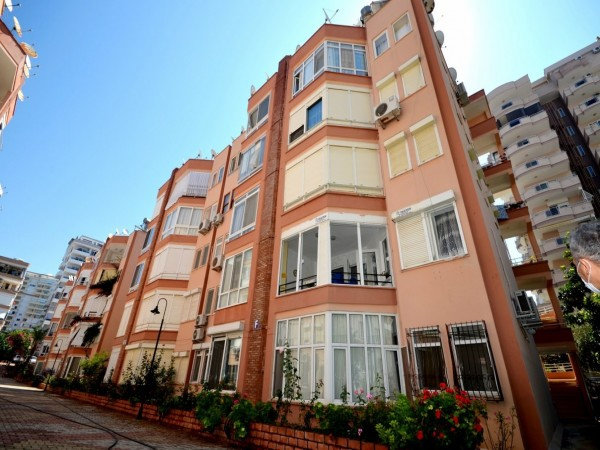 Charming & affordable 2 bedroom apartment with a perfect location