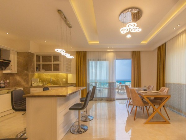 Fantastic fully furnished penthouse with amazing views for sale in Alanya