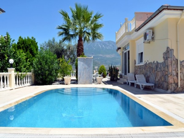 Exclusive private villa with large garden for sale in Alanya