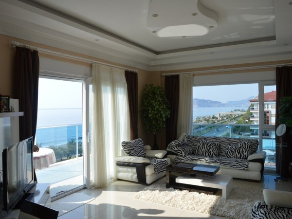 Fantastic 4 bedroom penthouse with superb views for sale in Alanya