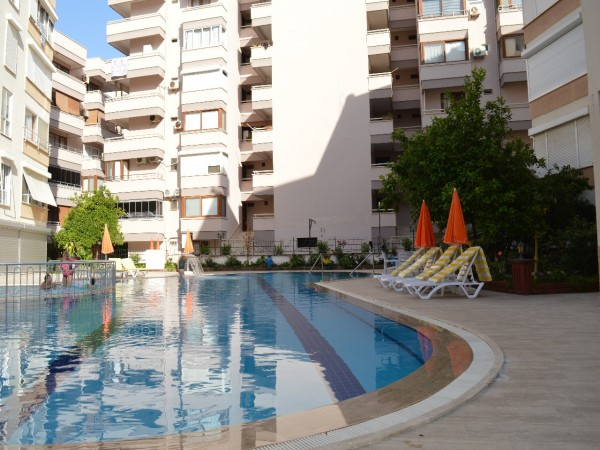 Impeccable 1 bedroom apartment in beachfront complex for sale in Alanya
