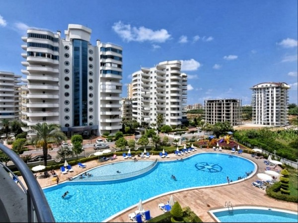 Very nicely furnished apartment in exclusive complex for sale in Alanya