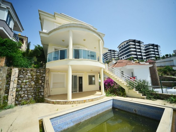 3 bedroom private villa with large living surface for sale in Alanya