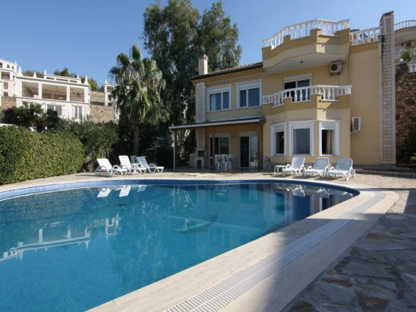 Fully furnished private villa with large garden and 4 bedroom for sale in Alanya