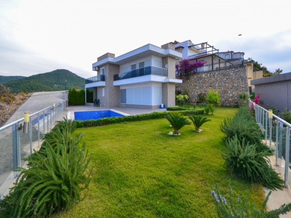 Fantastic villa with modern design and stunning views for sale in Alanya