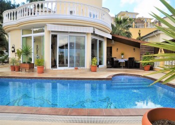 Fantastic private villa fully renovated with incredible views in Alanya
