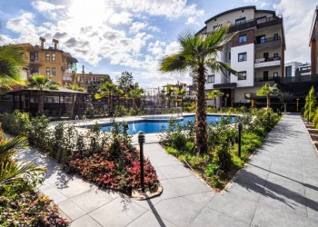 High quality 4 bedroom apartment in newly completed complex in Alanya