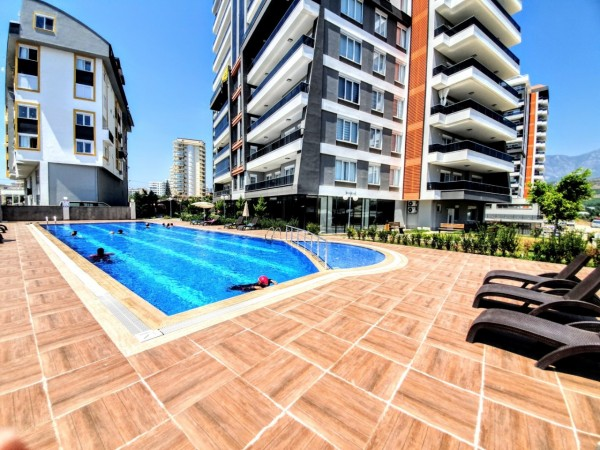 Very spacious 4 bedroom apartment in new complex for sale in Alanya