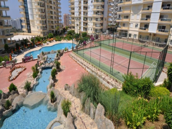 Extra spacious penthouse with 5 bedrooms and stunning views in Alanya