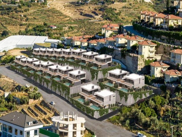 Chic 3 bedroom villa with private infinity pool overlooking Alanya bay