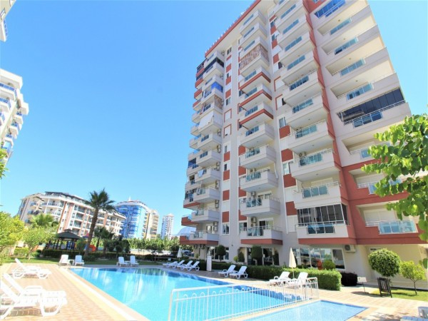 Lovely 1 bedroom apartment walking distance from the beach and shops