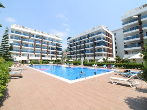 Fantastic 2 bedroom apartment in a gated complex with spacious balcony