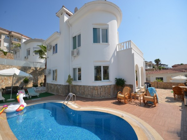 Charming 3 bedrooms private villa with swimming pool in Alanya
