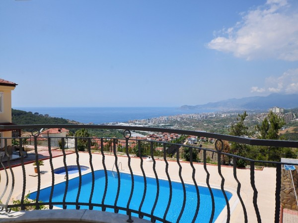 Lovely 3 bedroom detached villas with stunning sea views in Alanya