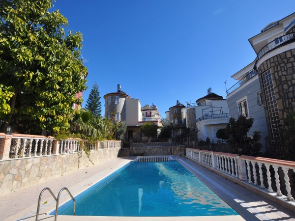 Magnificent detached villa with natural views in prime location