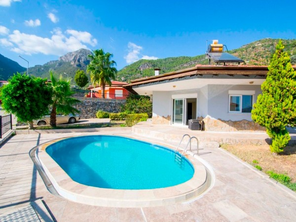 Sea and mountain views bugalow villa in prime location