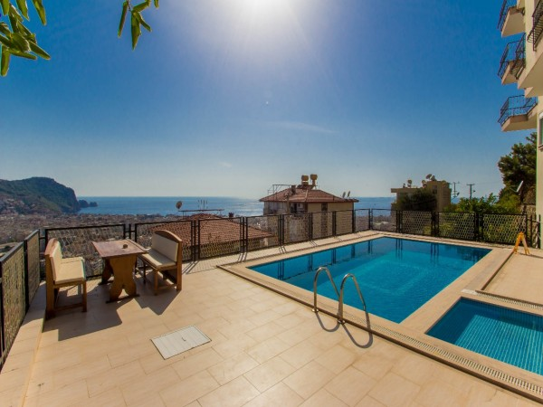 Breathtaking sea and castle view apartment close to Alanya city center
