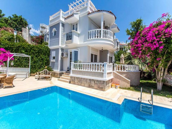 Luxury fully furnished villa close to Alanya city center