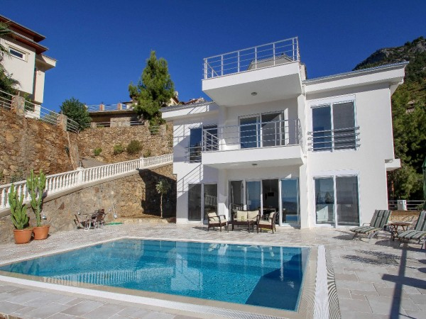 Fantastic villa with tremendous views in Alanya